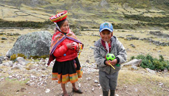 Peru-children-on-road-332x190